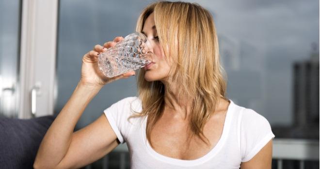 Übermäßiges Schwitzen (Hyperhidrose): Ursachen, Diagnose und Behandlung   Apotheken Umschau